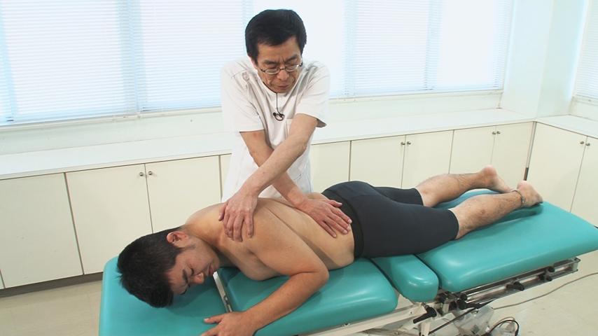 椎間関節の牽引